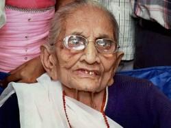 Loksabha Elections 2019 Pm Modi S Mother Hirben Greets Media