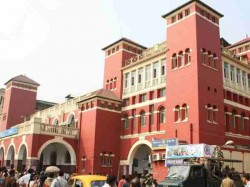 Accident Due To Collapse Of Iron Beam In Howrah Station In Busy Hours