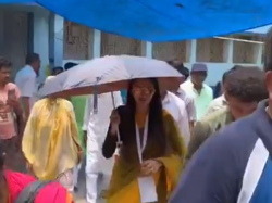 Basirhat Tmc Candidate Nusrat Jahan Visits Her Poll Booth Here Is The Video