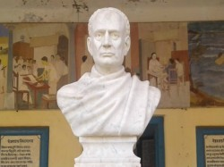 Kolkata Police Set Up Sit In Vidyasagar S Statue Vandalism