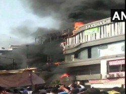 Students Jumps From The Building In Surat Watch The Video