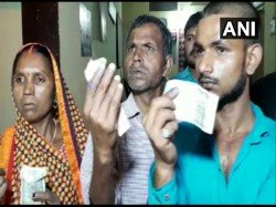 Resident Of Chandauli In Up Alleged Ink Was Forcefully Applied To Their Fingers