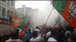 Police Charge Tear Gas On Bjp Protest Finished In Middle Wa