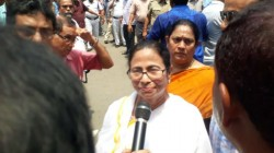 West Bengal Cm Mamata Banerjee Faces We Want Justice Slogan In Sskm