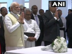 Pm Modi In Srilanka Pm Modi Pays Tribute To Terror Attack Victims At St Anthony S Church