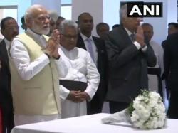 Pm Modi In Srilanka Pm Modi Pays Tribute To Terror Attack Victims At St Anthony S Church