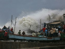 Rescue Team Are Prepare To Fight Against Cyclone Vayu In Gujarat