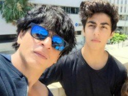 Father S Day 2019 Shah Rukh Khan And Aryan Are Ready For India Vs Pakistan Match