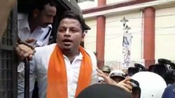Bjp Leader Anupam Hazra Joins Teachers Agitation In Kolkata Arrested