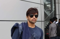 Himesh Reshammiya Gets Into Car Accident On Mumbai Pune Exprpressway