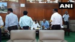 Karnataka Crisis Amid Much Political Turmoil Congress Bjp Leaders Had Breakfast Togather