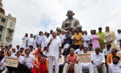 Karnataka Bjp Met Governor And Speaker With The Demand Of Floor Test In The Assembly