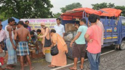 Bharat Sebasram Sangha Distributes Help To Flood Victims