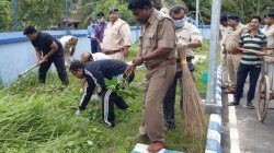 Police Super And Hospital Super Takes Part To Clean Basirhat Hospital Premises