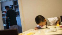 China 11 Year Old Boy Eating Whole Day To Save His Father S Life