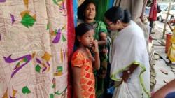 Cm Mamata Banerjee Visits Slum In Howrah