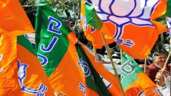 Clash Between Two Groups Of Bjp On Inclution Of New Leader From Tmc