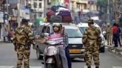 Residents Ot Kashmir Finds Way To Srinagar Hospitals In The Night