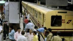 Again Problem In Kolkata Metro It Ran With Open Door