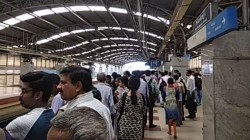 No Metro For 30 Minutes Passengers Face Problem In Kolkata