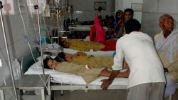Mid Day Meal Khichdi Pan Fallen Down From Oven 5 Injured