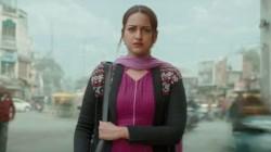 Khandaani Shafakhana Movie Review Sonakshi Film Dazzles