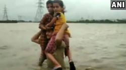 Gujarat Police Constable Carried Two Children On His Shoulders For Over 1 5 Km In Flood Waters