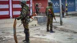 Live Updates Of Jammu And Kashmir Politicians Under House Arrest Internet And Mobile Blocked