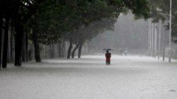 Continuous Rain Is Raining In South Bengal And Kolkata In Problem Due To Water Logging