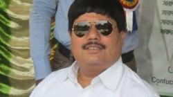 Bjp Mp Arjun Singh Is On The Road To Clean Road