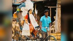 Durga Puja 2019 A Unique Que In Kolkata Kumartuli Area