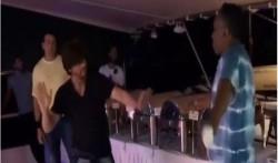 Shahrukh Khan Dances With Dwayne Bravo For Lungi Dance