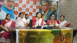 Bjp Mp Locket Chatterjee Inaugurates Women Cells Programme S For Durga Puja
