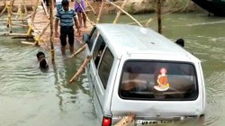 Woman Drops In River With Child In Midnapore