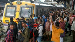 Goons Attacked Train Passengar At Kankinara Station