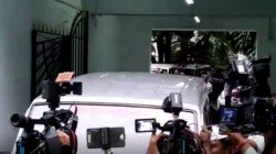 Cbi Officials Reaches Ips Rajiv Kumar S Residence To Give Notice On Saradha Case