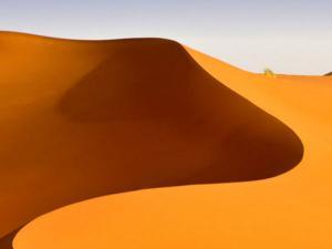 দক্ষিণ চিন সাগরে এবার 'বালির প্রাচীর' তৈরি করছে চিন