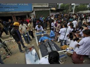 ভূমিকম্পে নেপালে ১৯০০জনের মৃত্যু, ভারতে ৫৭ জন মৃত