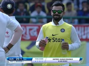 India Vs Australia Injured Virat Kohli Brings Teammates Drinks Wins Hearts