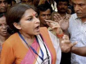 Roopa Ganguly Lost Her Cool When Police Prevent Her Enter Midnapore Circuit House