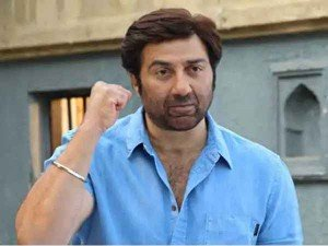 Sunny Deol S Convoy Meets With Accident In Gurdaspur Actor Unhurt