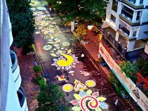 সোশ্যাল মিডিয়ায় তোলপাড় করছে কলকাতার এই আলপনা