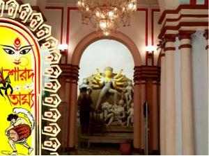 দশমীর দিন ব্যাতাইচণ্ডীর মাথায় মা দুর্গার মুকুট পরিয়ে দেওয়াই রীতি রায়চৌধুরী বাড়ি