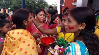 প্রথা মেনে কোচবিহার রাজবাড়িতে হল সিঁদুর খেলা