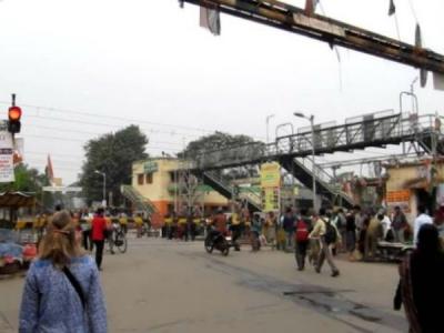 টোটোর স্ট্যান্ড নিয়ে বিবাদ! দুই ক্লাবের বোমাবাজি