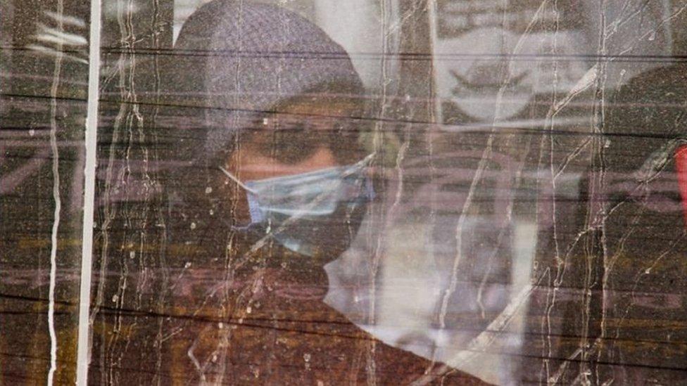 করোনা ভাইরাস: যুক্তরাজ্য ফেরত আক্রান্তদের মধ্যে করোনাভাইরাসের নতুন ধরন আছে কিনা, যাচাই করা হবে